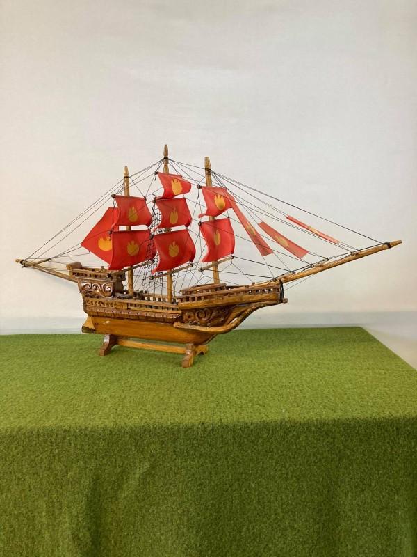 Houten miniatuurboot uit Indonesië