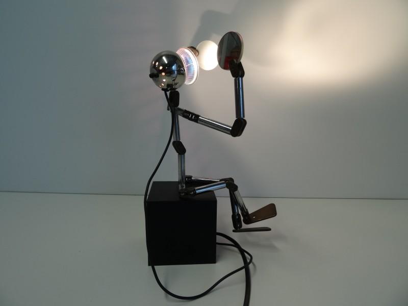 Metalen robot met led lampje en spiegels verstelbare bureaulamp