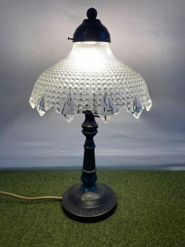 Antieke tafellamp met glazen kap