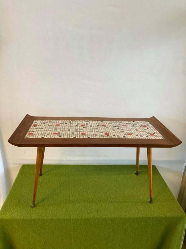 Retro houten salontafel met tegeltjes