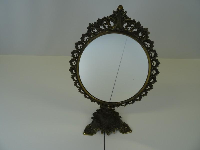Staande metalen spiegel in barokstijl