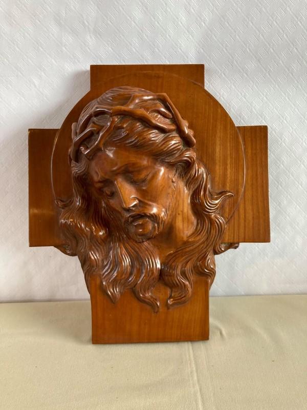 Houten muurplaquette met het hoofd van Jezus