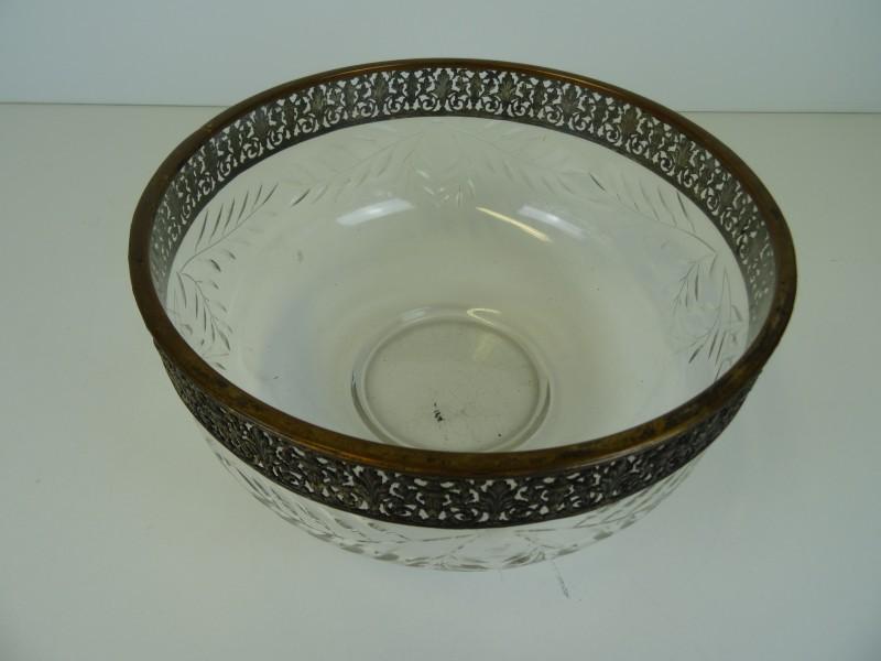 vintage bowl aan de rand gedecoreerd en verguld