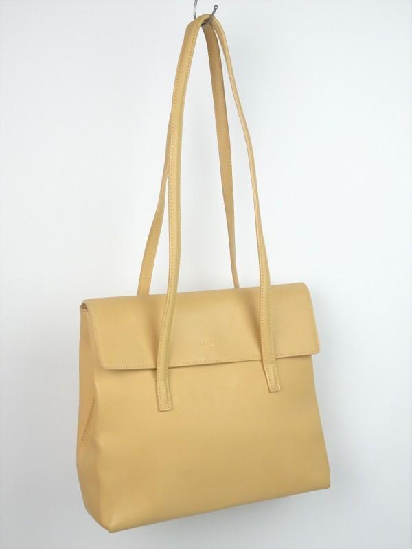 Beigekleurige handtas gemerkt Frederic Paris.
