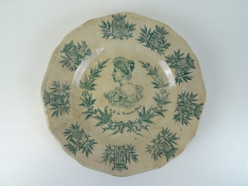 antiek bord met de afbeelding van Prinses Elisabeth (1876-1965)