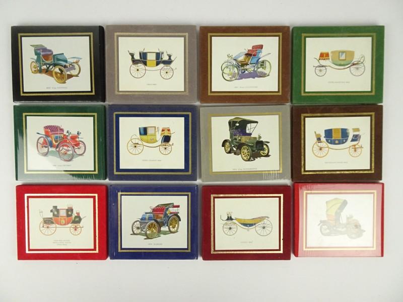 Muurdecoratie met oude wagens. (12 stuks)