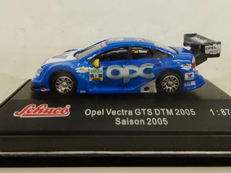 schaalmodel Opel Vectra GTS DTM 2005 van Reuter