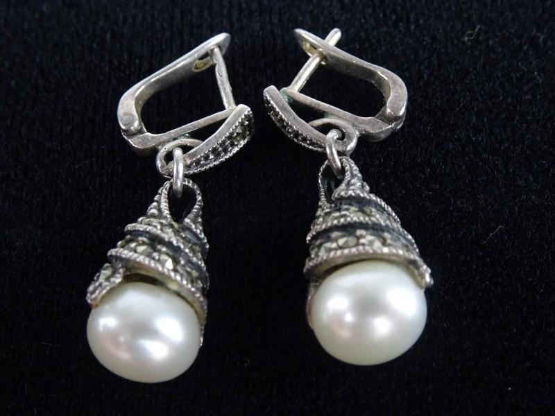 925 zilveren oorbellen met Markasiet zoetwaterparels.