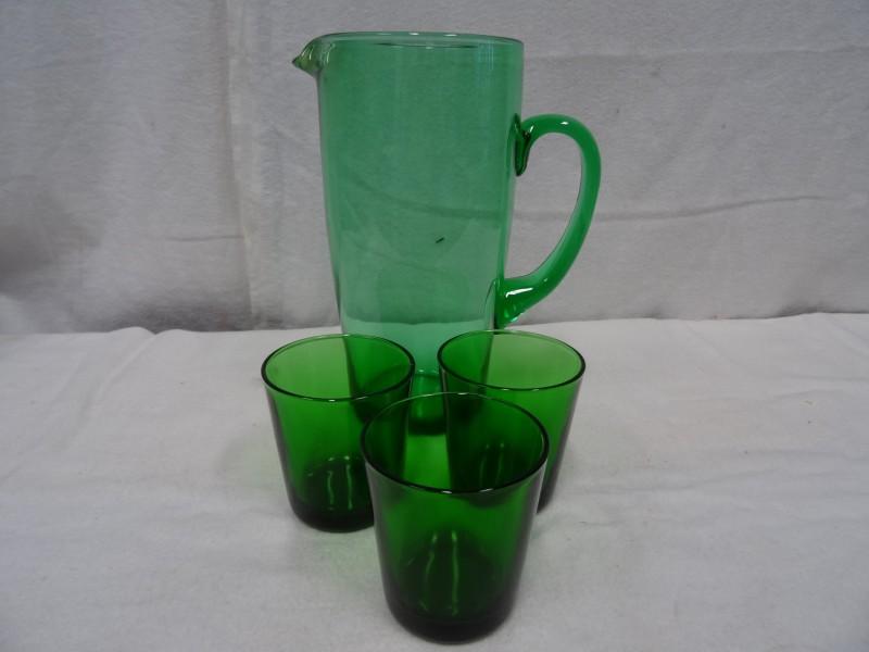 Karaf en glazen groen