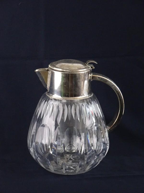 Vintage kristallen waterkruik met zilveren schenktuit