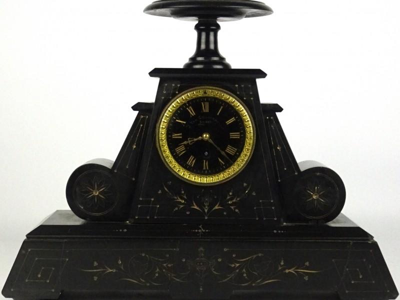 Zwarte marmeren klok