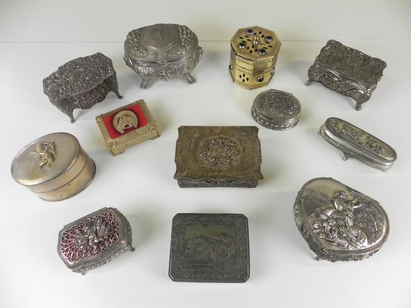12 versierde juwelendoosjes