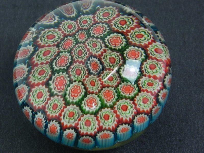 Glazen press-papier met bloemen motief