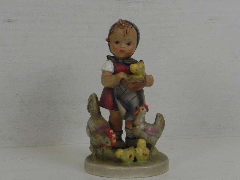 Goebel - hummel beeldje meisje met kippen