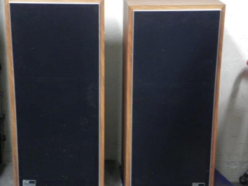 Paar IMF Electronics Studio TLS-50 II speakers