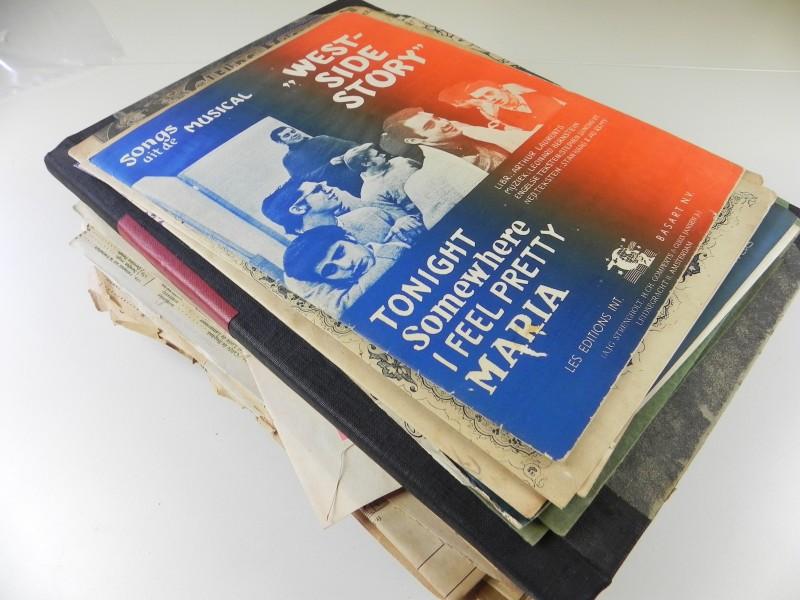 5500 gr aan partituren en paar boekjes over notenleer