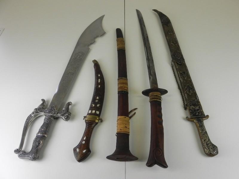 4 replica's van zwaarden