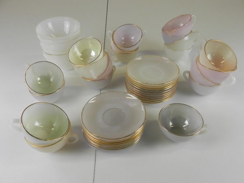 Vintage Arcopal pearl melglas set