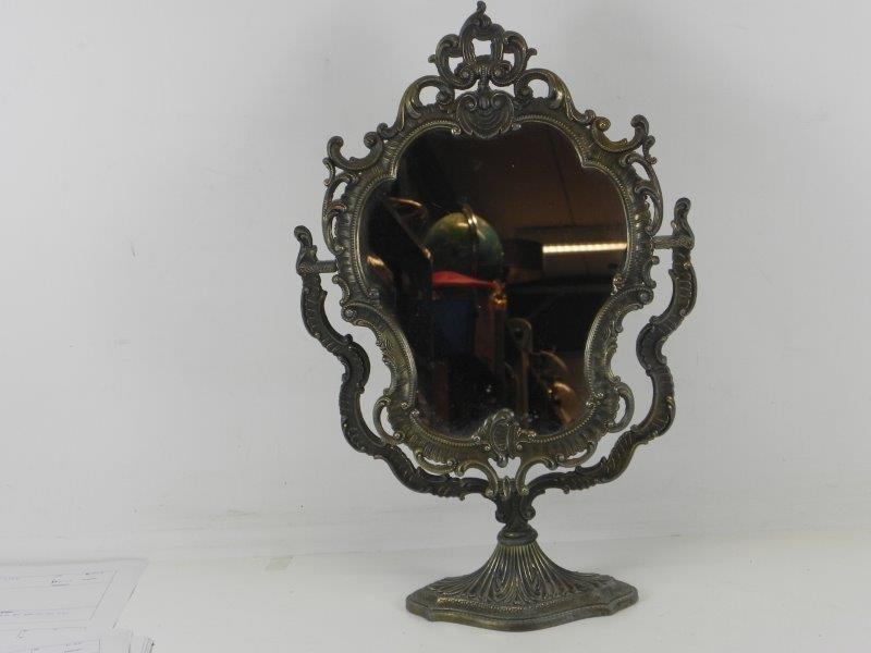 Antieke spiegel op voet