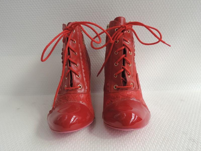 """Rode enkellaarsjes met strikken getekend """"Cristofoli"""""""