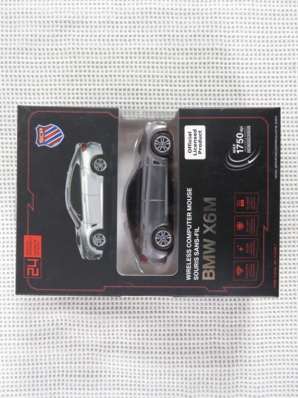 Draadloze muis in de vorm van een BMW X6M