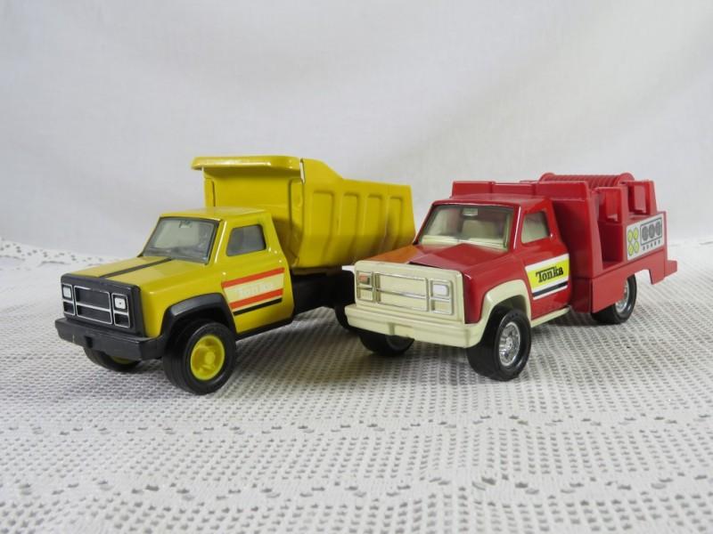Set van 2 thonka vrachtwagens