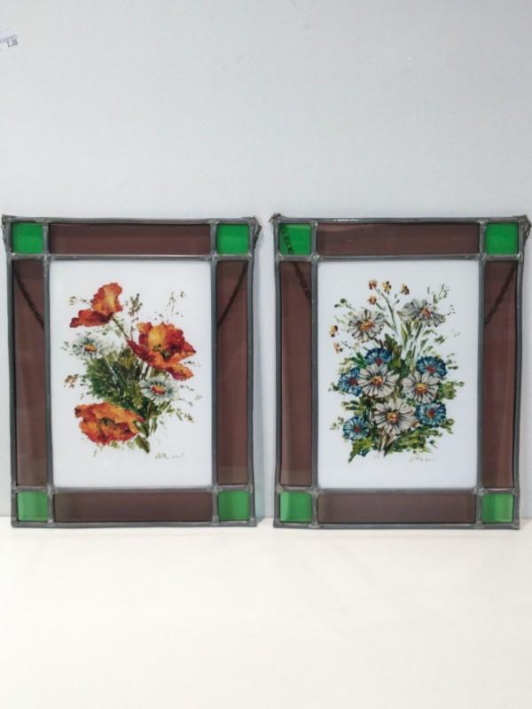Twee tegels in loodglas (muurdecoratie), gesigneerd