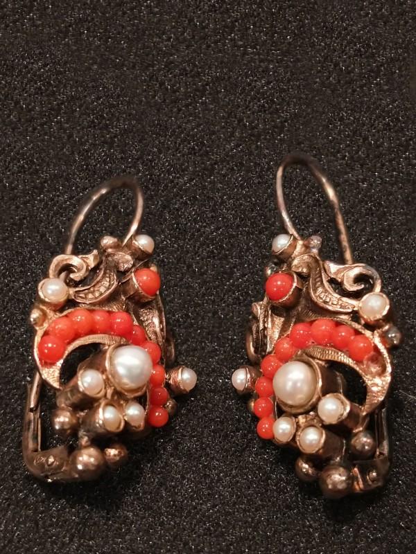 Vergulde zilveren oorbellen met parels