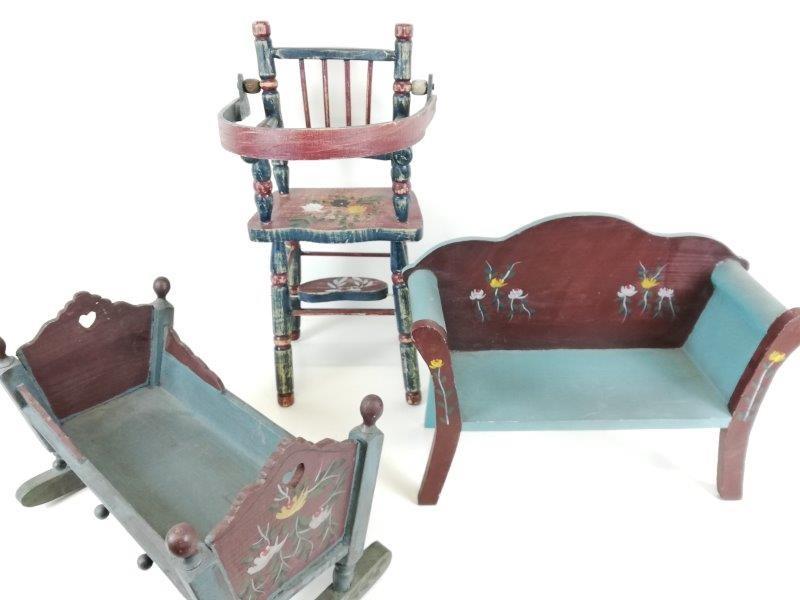 Antieke poppen meubeltjes