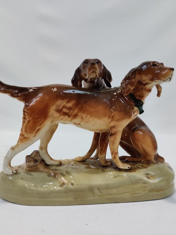 Royal Dux - Beeldje van 2 jagende honden