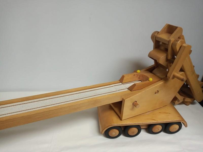 Retro houten graafmachine