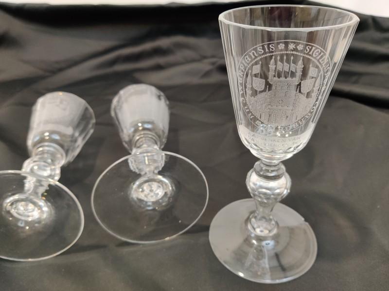 3 gegraveerde glazen, eind 19de eeuw Antwerpen