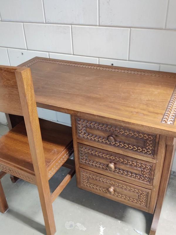 Houten Bureau met bijpassende stoel