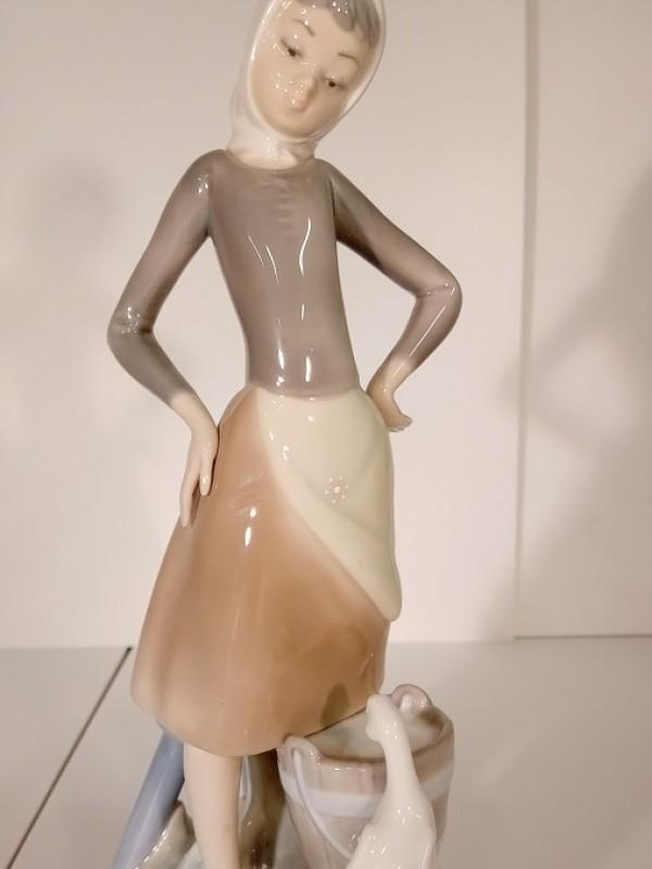 Lladro Vrouw Met Gans