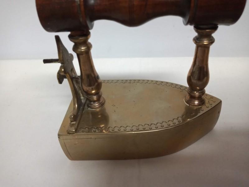 antieke koperen strijkijzer