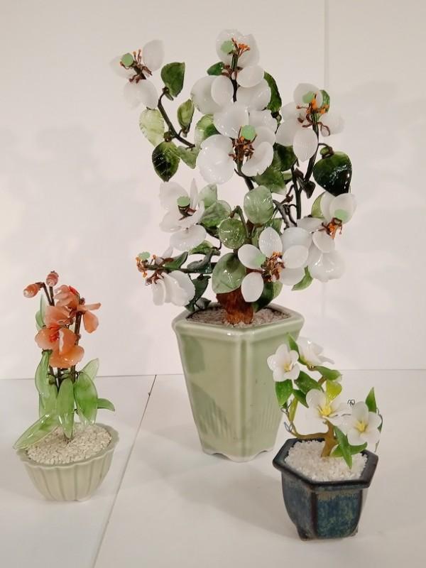 Trio van glazen bloemen uit Japan
