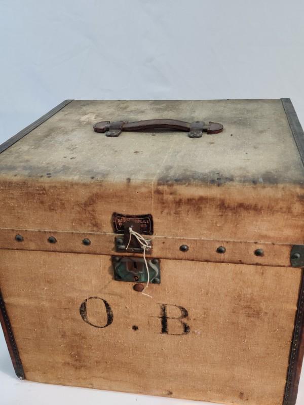 vintage opbergkoffer voor muziekinstrument