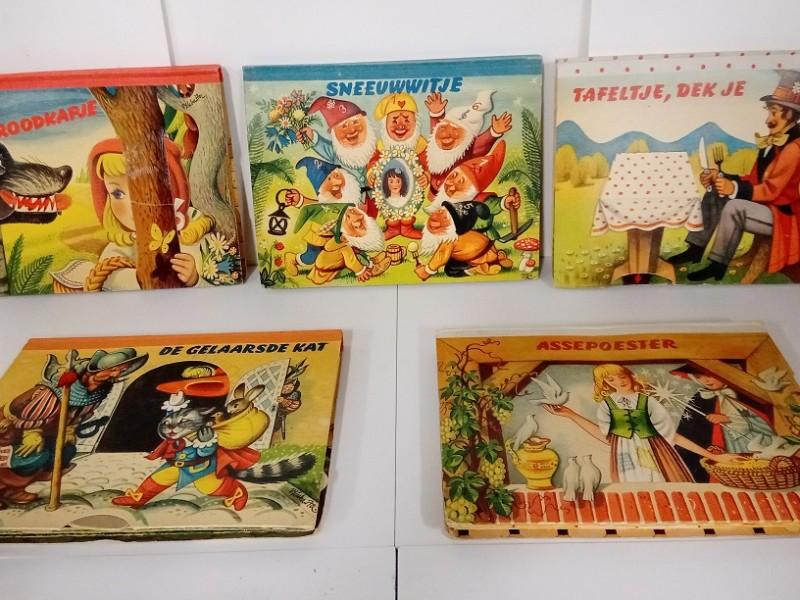 Reeks van 5 sprookjesboeken - retro