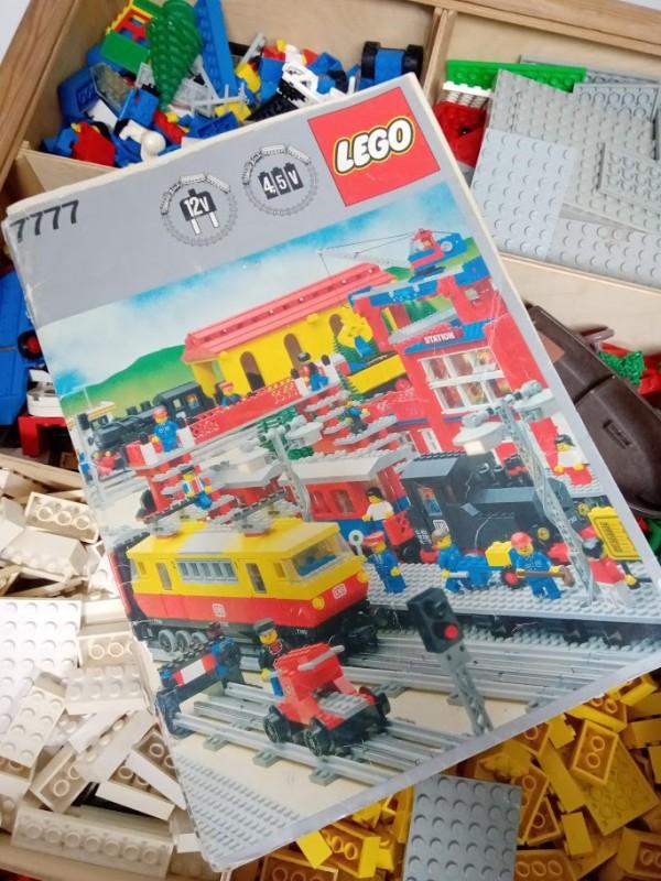 """1 grote houten doos vol met """"Lego"""""""