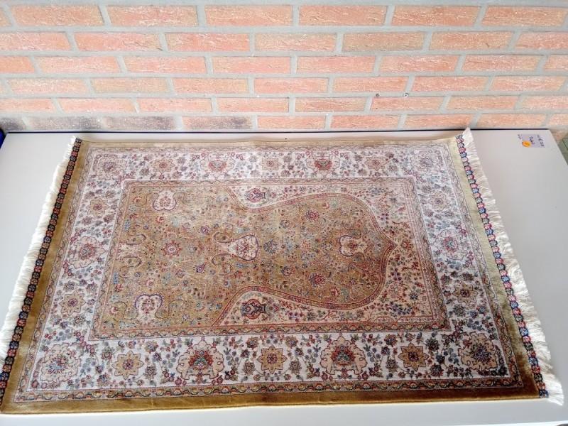 Zijden muurtapijtje 67 cm x 110 cm