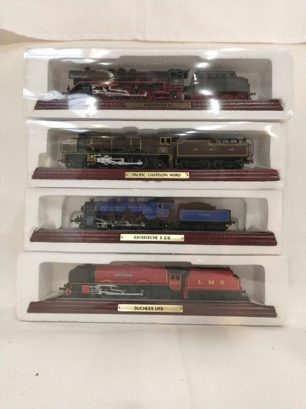 4 Miniatuur Treinen