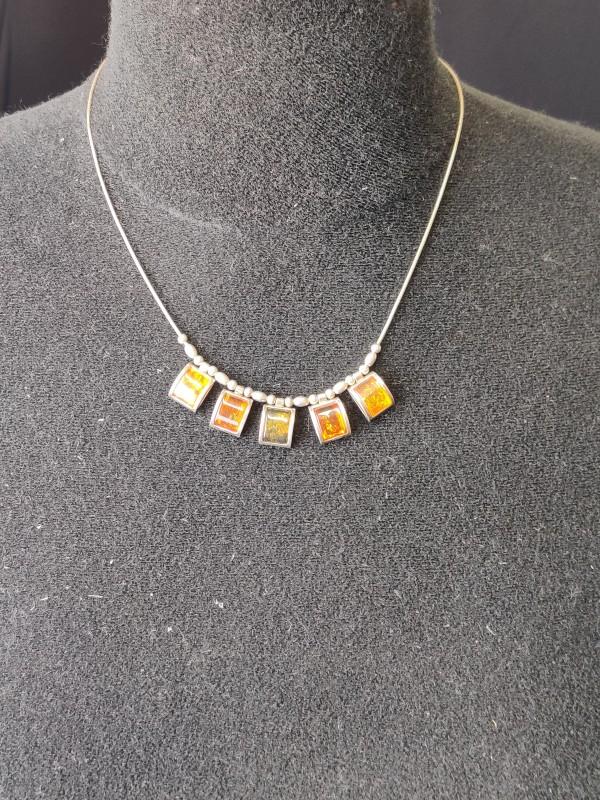 Zilveren halsketting met amber