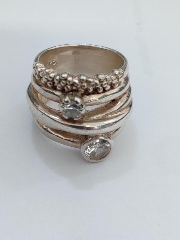 zilveren ring met 2 steentjes