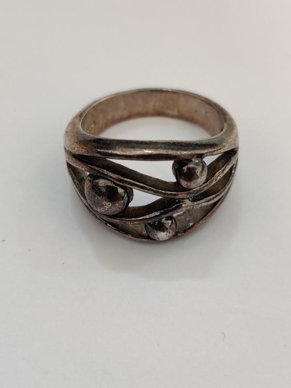 Zilveren ring met 3 bollen