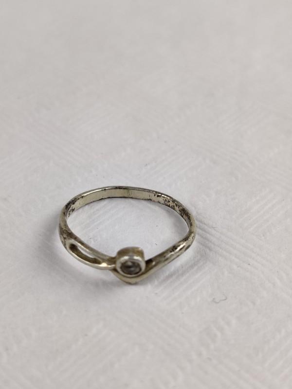 zilveren ring met 1 steentje