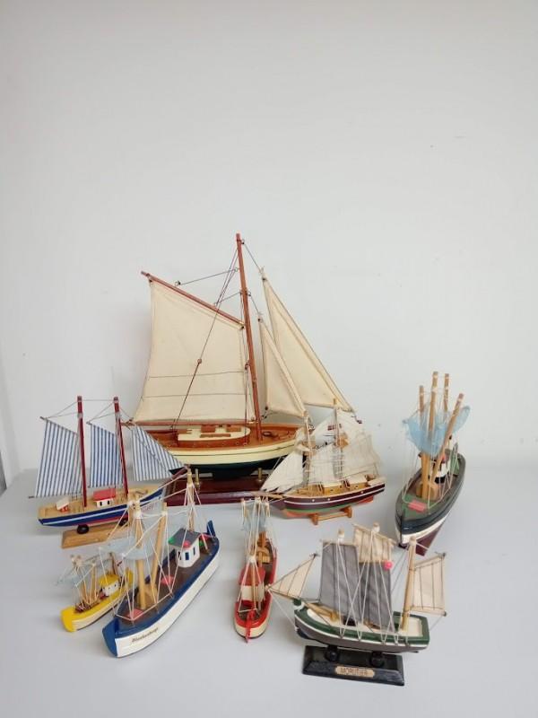 8 houten zeilschepen