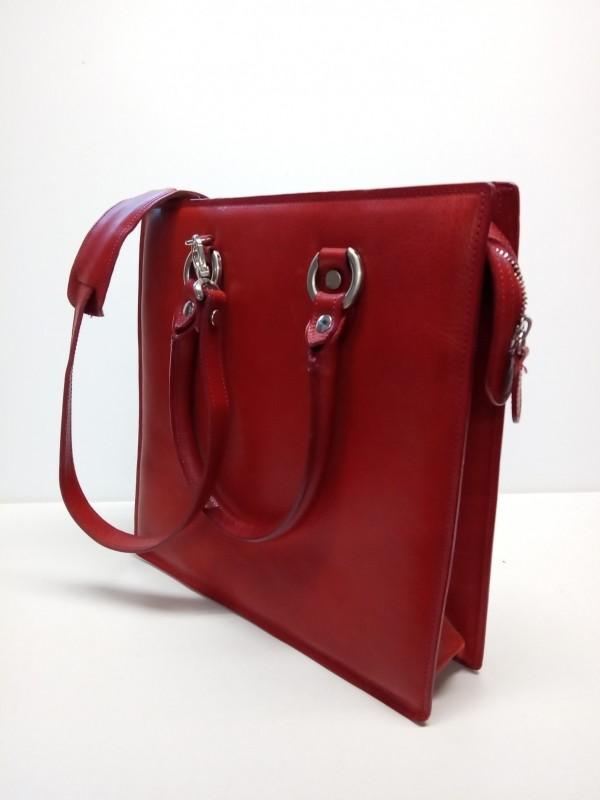 Rode handtas, gemerkt Gillio Firenze