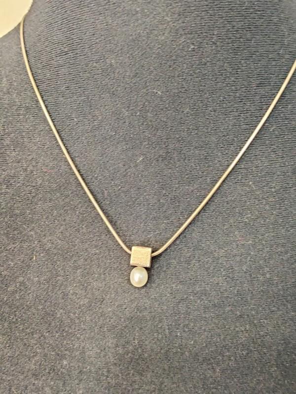 Zilveren halsketting met parel