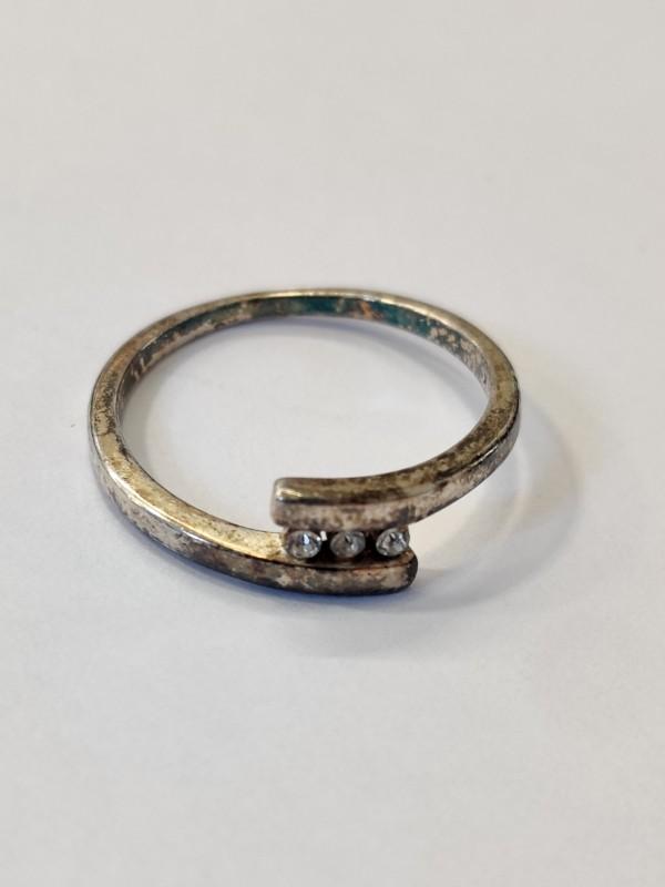 zilveren ring met 3 steentjes