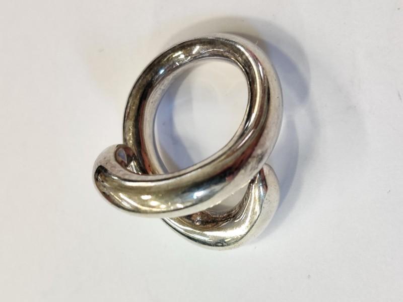 Zilveren ring in slangenvorm
